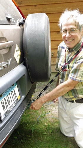 Dr. Dave, KN0S, attaches the ladder line to the towing hook on the WA0TDA CRV.