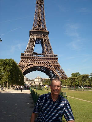 Pat poses in front of Eiffel Tower