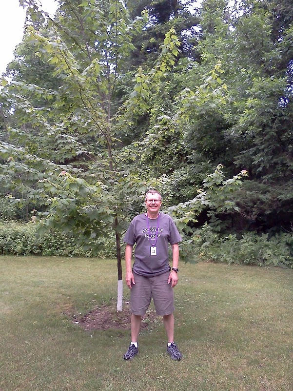 Pat and the AB7HW SK memory tree at Courage North.