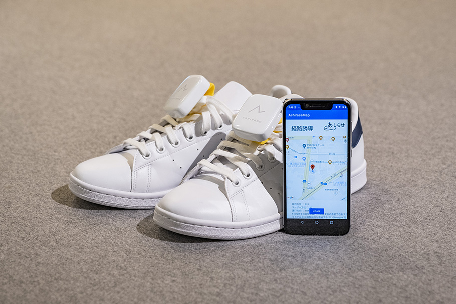 Photo of a pair of shoes with the inserts and connected rechargeable box.