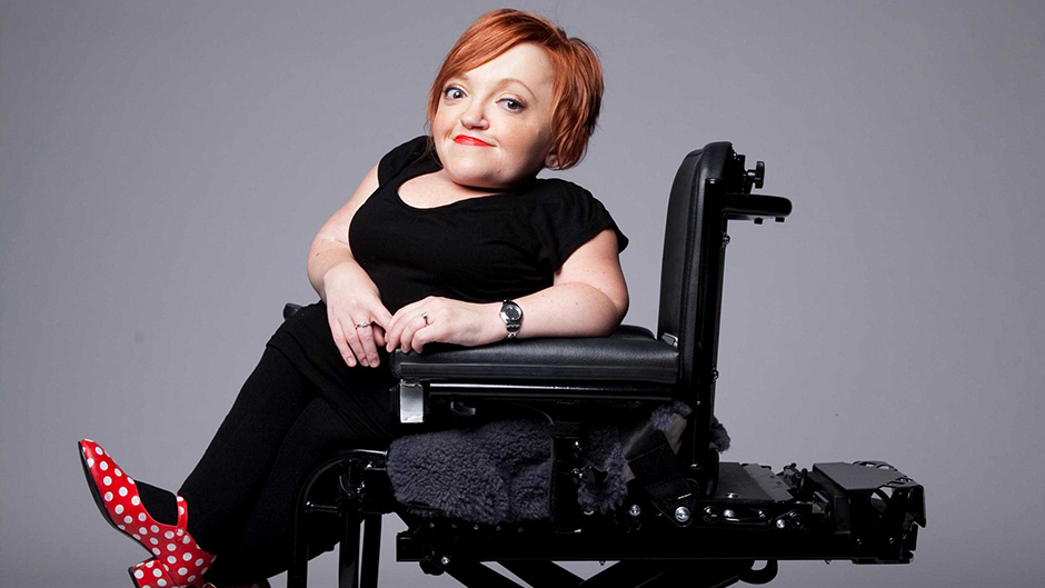 photo of Stella Young sitting in her power chair