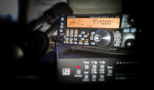 Kenwood TS-480SAT transceiver with LDG autotuner